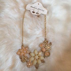 Jewelry - Ⓜ️statement necklace